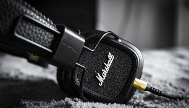 how-to-clean-leather-headphones