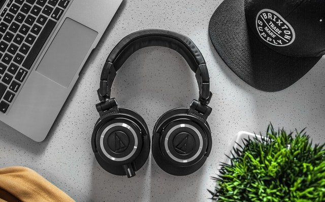 how to use two headphones on pc