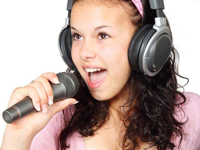 why-do-singers-wear-headphones
